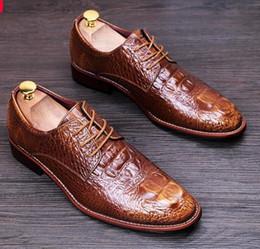 zapatos de vestir de los hombres de champán Rebajas Zapatos de cuero genuino para hombre Zapatos de vestir formales de charol Brogues dorados Champagne Zapatos oxford de estilo británico para hombre casual 275 nx21.