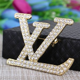 2020 spille per mens Wholesale top quality all-match Christmas pearls Rhinestone Brooches Unisex Crystal Brooch Gold Silver plated jewelry for women mens 10 pick spille per mens economici