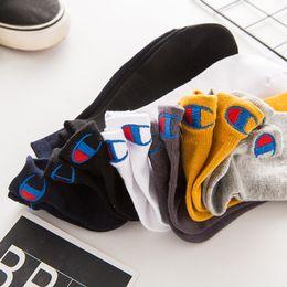 diseños de calcetines de tripulación Rebajas Marca Champion para hombre de 100 malla de algodón calcetines escotados para el tobillo de la tripulación del calcetín de los deslizadores Calcetines de deporte zapatilla de deporte ocasional otoño Medias nuevo diseño C102202
