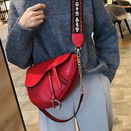 Uma alça de ombro sacos on-line-2019 novo saco de mulheres da moda cadeia bolsa personalidade coringa ampla alça de ombro um ombro crossbody pequeno saco