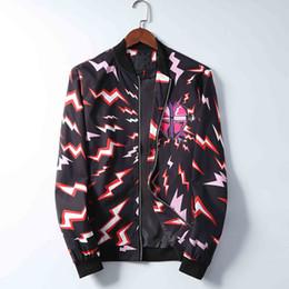 Europäische und amerikanische Marke Mode Jacke Trenchcoat lange Hülse Männer Casual Sakko Hoodie Kleidungsstück Reißverschluss Blitzmuster embroi