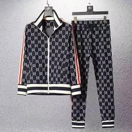 Ropa deportiva de terciopelo online-Además de adaptarse a la talla M-5XL = Nuevo 2020 hombres clásicos de los chándales de diseño de lujo Deportes juego del juego de la medusa de deporte de los hombres de moda con capucha chaquetas de los hombres