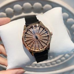 Piezas de diamante online-2019 Una pieza / lote Reloj de oro con diamante Diamante de imitación de acero inoxidable Regalo para mujer Reloj de pulsera Reloj elegante con rueda giratoria de bloqueo magnético