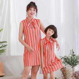 Laço alaranjado dos miúdos on-line-Mamãe e eu combinando roupas meninas orange tarja colete vestido crianças lace-up arcos amarrar único breasted vestido de princesa crianças roupas f8170