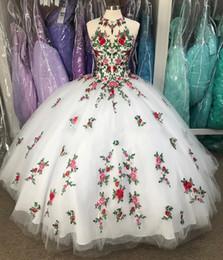 fabulosos vestidos de fiesta Rebajas Fabulosas flores blancas en 3D vestido de fiesta de quinceañera vestidos de fiesta bordados escarpados cuello Keyhole Corset espalda dulce 16 vestido Vestidos 15 años