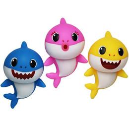 2019 führte kunststoffwaren 8 '' BABY SHARK MusicLED Kunststoff Kinder Spielzeug 8 zoll 20 CM Cartoon Musik Shark LighitingSinging Songs Silikon PVC Shark Baby Mama Papa gelb günstig führte kunststoffwaren