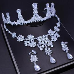 Set di gioielli di gioielli di moda Royal Girl Cake Topper Handmade Tiara Argento strass Perle d'imitazione Corona Accessori Set 3 pezzi da