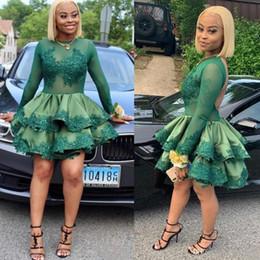 Kurzes dunkelgrünes spitzenkleid online-Dark Green Cocktailkleider Black Girls Sheer Ausschnitt Langarm Appliqued Paillette Minikurzschluss-Partei Abendkleid Rüschen Heimkehr Kleider