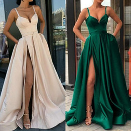 vestido de baile de renda de tulle macio Desconto Verde escuro Vestidos de Baile Longo 2020 Lado Alto Dividir Mulheres Borgonha Vestido de Noite Bolsos Formais Vestido de Festa Com Uma Linha de Cintas de Espaguete