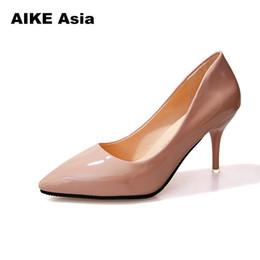 Día de la boda talones online-Diseñador de zapatos de vestir de promoción 1 día CALIENTE de las mujeres del dedo del pie puntiagudo bombas charol vestido de tacones altos barco boda zapatos Mujer