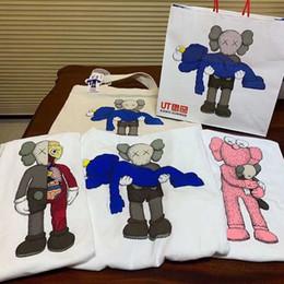 T-shirt di moda di alta qualità di nuovo secolo dell'orso della bambola abbraccio giocattolo stampa digitale a spruzzo diretto versione cartone animato dell'ultima moda da l bambole fornitori