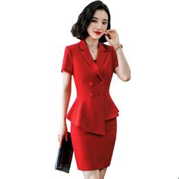 2019 esteticistas uniformes Traje de mujer Primavera Verano Irregular Manga corta Slim Red Claret Blazers Office Lady Fashion Work Coat Falda Trajes Ropa de mujer