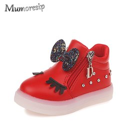 Zapatos de la escuela del bebé online-Mumoresip Kids Shoes For Baby Girl Con lentejuelas Bow-nudo Niños Zapatillas brillantes Luminous Led Girls Shoes Zapato de la escuela de pestañas Y19051303