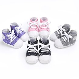 2019 остроконечные ботинки для мальчиков 2019 весна и осень 0-1 лет мальчики и девочки детские холст волна точка повседневная детские малыш обувь дешево остроконечные ботинки для мальчиков