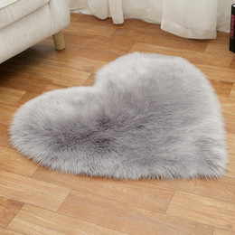 Ковры гостиная онлайн-Plush Love Heart Carpets Fabric Blanket Soft Sofa Cushion Living Room Bedroom Carpets Decoration 25 Colors HHA1119