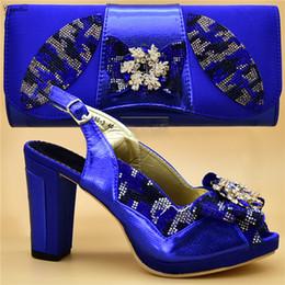 2020 bolsas de azul royal Excelentes reais sandálias partido azuis e sapatos saco agradável correspondentes com o conjunto de bolsa de senhora 888-3, altura do salto 10 centímetros bolsas de azul royal barato
