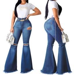 2019 Sommer neue Frauen reizvolle Art und Weise Joker Knie Holes Jeans elastischer dünner Frauen Denim Flare Pants V191111