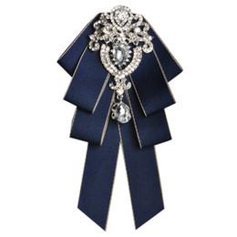 ночные галстуки-бабочки Скидка Модные мужские галстуки-бабочки Мужская мода с бриллиантами высокого класса жених жених свадебный воротничок аксессуары галстук роза брошь набор карманных полотенец
