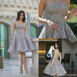 2019 elie saab cocktail pizzo sexy Lusso Elie Saab Prom Dresses 2019 Luxury Major Beaded senza spalline Backless lunghezza del ginocchio Pizzo d'argento breve Cocktail party abiti da sera elie saab cocktail pizzo sexy economici