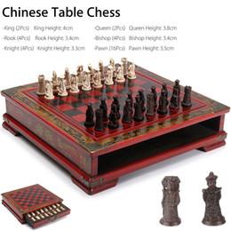 2019 jogos de mesa de natal 32 pçs / set De Madeira Mesa Chinês Jogos de Xadrez Resina Chessman Presentes Prémio de Natal de Aniversário de Entretenimento Jogo de Tabuleiro Q190604 jogos de mesa de natal barato