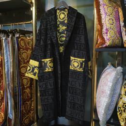 Clássico de luxo de algodão roupão de banho dos homens mulheres sleepwear kimono roupão de banho quente casa desgaste unissex roupões carta de moda impressão klw1739 de