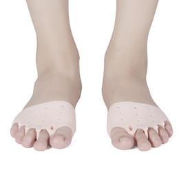 2019 cubre dedos Cómodo Cinco agujeros Hallux Valgus Enderezadora del dedo del pie ortodóntico Tirantes de silicona del pie Cubierta del pie Herramienta del cuidado de pie