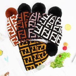 Diseñador invierno sombreros damas online-FF Letter Mujeres Gorros de lana de invierno Marca Fends Sombreros de piel de punto Poms Sombreros Niñas Señoras Gorros cálidos Fleece de lujo Cráneo Diseñador Gorras C72301
