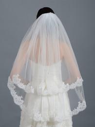 Uma camada de véus de noiva on-line-2019 Últimas Atacado Curto Marfim nupcial do casamento Véus Tier One Tulle Lace Applique noiva borda véus de noiva Acessório