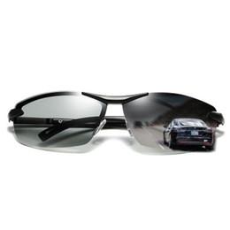 Scolorimento degli occhiali da sole online-Occhiali da sole polarizzati intelligenti di nuova polarità degli uomini Occhiali di guida del driver del mezzo-telaio di moda