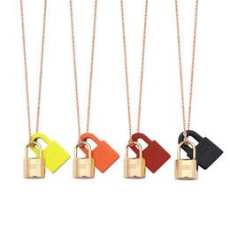 Fechaduras para o amor on-line-Nova letra H pendurado colar de bloqueio de couro preto vermelho laranja titanium amor colar fivela mulheres rosa de ouro colar de jóias de moda por atacado
