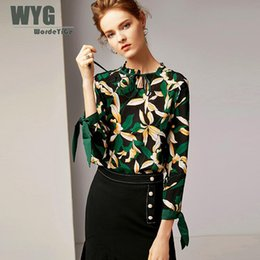 Шелковые блузки онлайн-Green Leaf Print Silk Blouse 2019 Spring Original Desiger Fashion Pleated O-neck Self Bow Tie Sleeve Elegant Vintage Shirts Tops