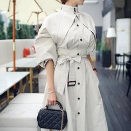 2019 alto levantar colarinho Mulheres Outono Inverno Longo Trench Sashes Moda Coreano Elegante Casaco Gola Alta Cintura Rendas Até Mulheres Blusas Soltas alto levantar colarinho barato