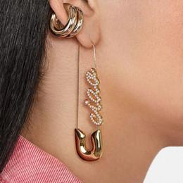 ovale perla di perle Sconti AOMU Corea Lettera Ciao imitazione perla Orecchino per le donne geometrica ovale fascino dell'orecchio dei monili Paperclip accessori dell'orecchino