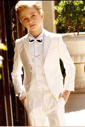 2019 komplette hochzeit Ring Bearer Anzüge zwei Knöpfe Notch Revers Kid komplette Designer hübscher Junge Hochzeitsanzug Jungen Kleidung nach Maß günstig komplette hochzeit