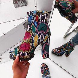 mujeres de la oficina visten el sexo Rebajas Colorido Martins Moda Botas Mujeres Súper Plaza de los tacones altos cargadores del tobillo para las mujeres Peep Toe Zapatos de plataforma de las señoras atractiva