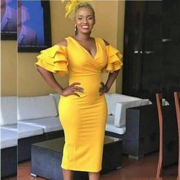 Vestito da cocktail giallo online-Yellow Tea lunghezza abiti da cocktail Guaina maniche corte formale usura del randello Homecoming Prom Dress nero ragazze partito abiti taglie forti