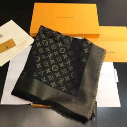 sciarpe d'oro Sconti Sciarpa di seta di alta qualità sciarpa di marca sciarpa di seta dorata di alta qualità sciarpa triangolo 140x140cm JAK55A femminile