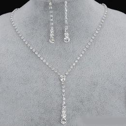 Conjuntos de joyas de boda online-2019 Bling Crystal Bridal Jewelry Set collar plateado plata pendientes de diamantes Conjuntos de joyas de boda para novia Damas de honor mujeres Accesorios