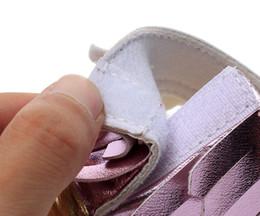 2019 sandali baby aperti 8 colori baby in fondo morbido sandali 2018 nuovi bambini nappe infradito PU infante open toe sandali bambino primi camminatori scarpe B sandali baby aperti economici