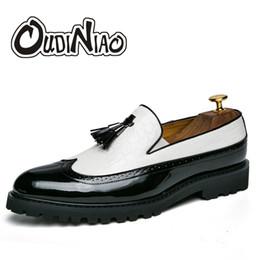 2019 sapatos casuais crocodilo para homens OUDINIAO Sapatos Masculinos Crocodilo Padrão Projeto Sapatos Primavera Casual Borla Dos Homens Para Os Homens Apontou Toe Loafers Deslizamento Em sapatos casuais crocodilo para homens barato