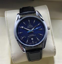 Reloj deportivo cuero azul online-Marca de fábrica de lujo de los hombres del reloj impermeable Fecha Reloj Masculino Relojes deportivos Hombres Cuarzo Reloj de pulsera Relogio masculino Negro cuero azul esfera