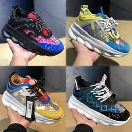 2019 zapatos de niña de goma de moda VERSACE 2019 Reacción en cadena Zapatos lujo Hombres Mujeres Zapatillas de deporte de plataforma Negro Malla blanca Cuero de goma Moda Chica Zapatos casuales EE. UU. 36-45 zapatos de niña de goma de moda baratos