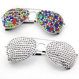 2019 quadros de óculos de natal Óculos de festa Designer de Óculos De Sol Com Strass Completo Óculos de Armação De Metal Óculos Piloto de Luxo Óculos De Graffiti Para O Natal Festa de Halloween desconto quadros de óculos de natal
