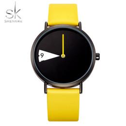 2019 relojes mujer amarilla impermeable SK Dial reloj de cuarzo giratorio para mujer Reloj creativo de moda para mujer Impermeable negro amarillo Correa de cuero Reloj de pulsera relojes mujer amarilla impermeable baratos