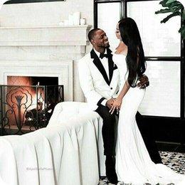 Blazer blanco pantalones negros ropa formal online-Blanco Negro Trajes de hombre Trajes de boda personalizados para hombre Novio Padrinos de boda Slim Fit Formal Groom Wear Prom Tuxedos Blazer Jacket + Pants