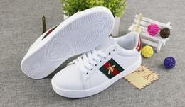 NEUAAAGucci Mode Männer Frauen Freizeitschuhe Luxus Sneakers Top-Qualität Schuh-echtes Leder-Biene gestickter EUR 38-44 von Fabrikanten