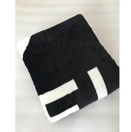 Logos de marque de sac en Ligne-Modèle de luxe couverture noire 130X150cm / 150x200cm flanelle matériel avec sac à poussière Marque CC style logo pour Voyage, maison, couverture de sieste de bureau
