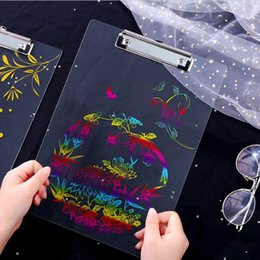 Chinesische Art transparente Acrylklemmbretter, die Schreibenszeichenauflagen der A4 brünieren, verschalt Klippfaltblattschreibensbrettbriefpapier von Fabrikanten