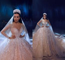 Wholesale Robes de mariée en dentelle à manches longues de luxe en perles D Floral Appliqued dentelle Robes de mariée grande taille robe de mariée Real Image