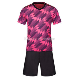 Jerseys hot pink on-line-Rosa Lastest Homens Football Jerseys Hot Sale Outdoor Vestuário Football Wear alta qualidade SS